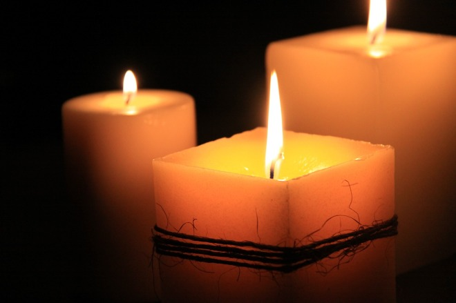 candles-1323090_1280